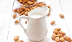 Миниатюра к статье Экзотический продукт — миндальное молоко: сколько хранится и как сберегать в холодильнике и без него? Иные советы